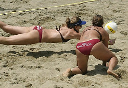 Beachvolleyball-Spielerinnen - Foto: Wikipedia /  Michael Smith